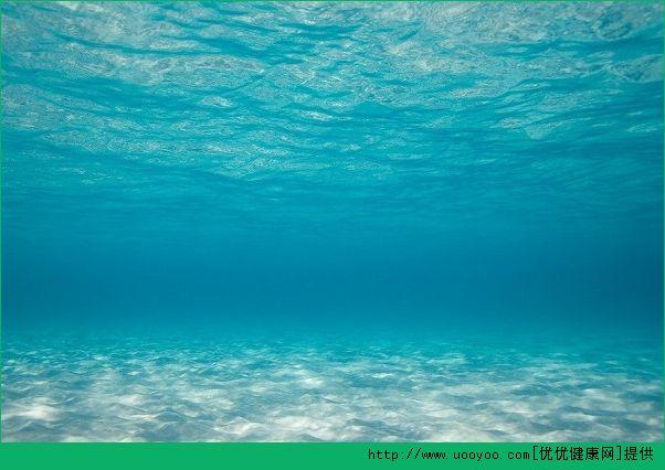 游泳怎么浮起来?游泳浮起来的