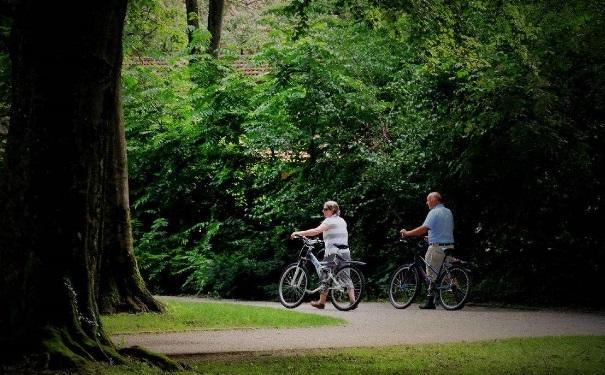 老年人应该怎么散步?散步有哪些注意事项?(1)