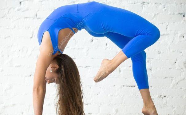 瑜伽运动减肥操怎么练习?瑜伽运动减肥操的动作要领是