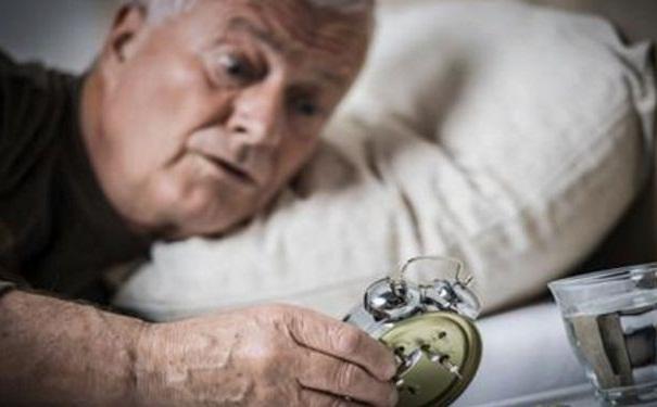 老年人失眠的原因有哪些?老年人失眠要怎样调理?[图]
