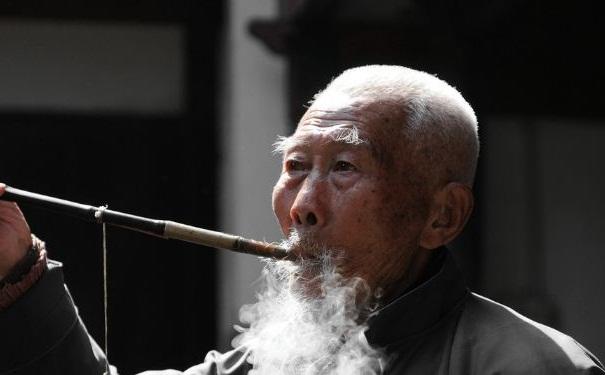 老年人肺气肿有什么症状表现