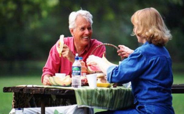 老年人吃什么补钙效果好?补钙
