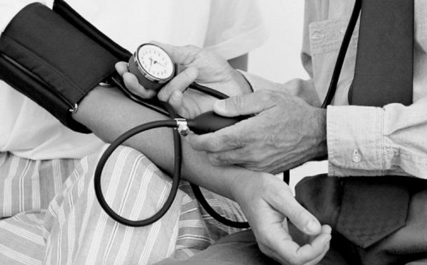 老年人血压高怎么办?高血压该怎么治疗?(1)