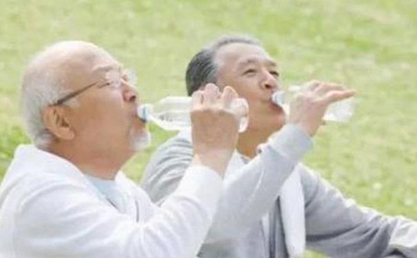 哪些习惯有助长寿?老年人饭后