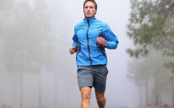 跑步胸口痛是什么原因?冬天跑步一直咳嗽怎么办?[图]