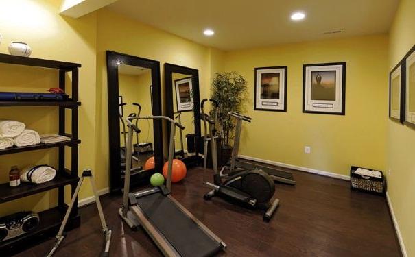 宅男的家庭健身方法有哪些?家中健身的注意事项有哪些