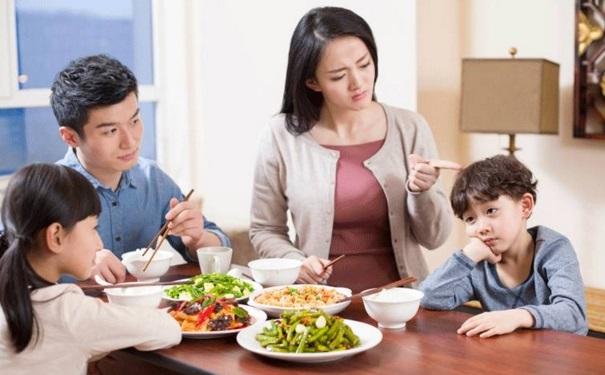 小孩子挑食不爱吃饭是怎么回