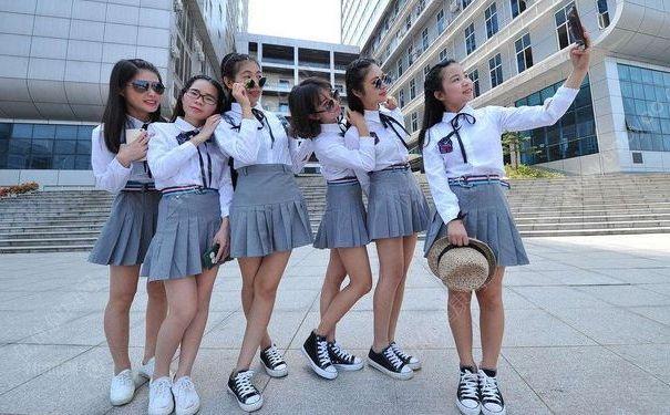 高校禁止学生穿短裙短裤,学校为什么不准穿短裙短裤?[