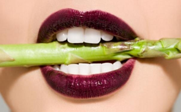 嘴里总发苦吃啥都没味怎么办?口苦缓解的方法有哪些?[