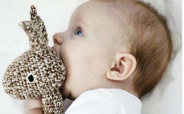 宝宝喜欢摇头怎么回事?宝宝经常摇头是缺钙吗?[图]