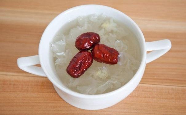 银耳红枣汤什么时候喝好?喝银耳红枣汤有什么禁忌?[图]