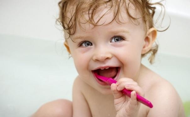 宝宝刷牙的正确方法是怎样?如何让宝宝喜欢刷牙?[图]